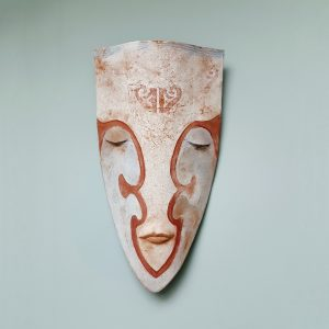 Ceramic mask 'War Paint' by Niqui Kommerkamp